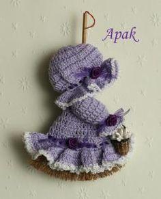 http://www.crochetville.com  BROOM DOLL