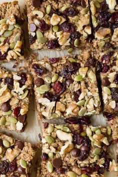 Recipes Breakfast Bars Trail Mix Breakfast Bars are made with a banana-walnut layer mixed together with your favorite trail mix ingredients including chocolate chips, dried fruit, seeds and walnuts! Breakfast Bars Healthy, Healthy Snack Bars, Breakfast Cookies, Healthy Cookies, Healthy Recipes, Breakfast Recipes, Health Breakfast, Breakfast Time, Healthy Desserts