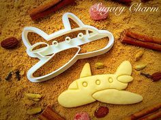 These airplane cookie cutters are all clear for landing on your plane themed cookie platter. Made from food safe plants and edibles, our biodegradable imprint cookie cutters are perfect for moms who l