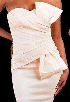 Este vestido es una gran opción para tu pedida o la boda civil. ¡Te verás divina!