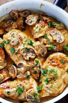 Ingrédients 450g de demi-poitrines de poulet désossées sans peau 60 ml (1/4 tasse) de farine 10 ml (2 c. à thé) de beurre salé 10 ml (2 c. à thé) d'huile d'olive 1,25 ml (1/4 c. à thé) …