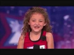 The little girl sings like a pro - YouTube