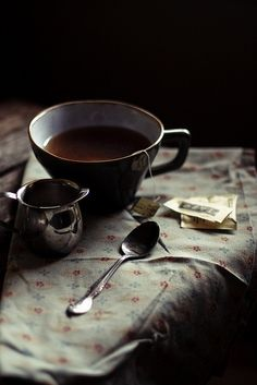 wake up in the morning, walk down to the coffee house and order a cup of tea, and a bowl of fruit ♥ Coffee Break, Coffee Time, Tea Time, Coffee Coffee, Sweet Coffee, Sweet Tea, Black Coffee, Food Styling, Chocolate Cafe