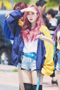 """""""© 신비닷컴   do not edit (1/2) """" Kpop Girl Groups, Korean Girl Groups, Kpop Girls, Asian Fashion, Girl Fashion, Womens Fashion, Korean Women, South Korean Girls, Gfriend Profile"""