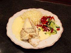 Torskrygg med sandefjordsås och pressad potatis | Recept från Köket.se Camembert Cheese, Tacos, Food And Drink, Rice, Mexican, Chicken, Ethnic Recipes, Dinners, Prom Dresses