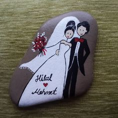 Bride and groom painted Rock Pebble Painting, Pebble Art, Stone Painting, Stone Crafts, Rock Crafts, Arts And Crafts, Pierre Decorative, Decorative Rocks, Caillou Roche