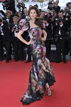 Cannes 2012 - Bianca Balti in Dolce & Gabbana - Day 4 (montée des marches Lawless)