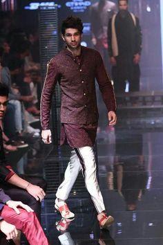 Indian Groom Dress, Wedding Dresses Men Indian, Wedding Outfits For Groom, Wedding Dress Men, Indian Wedding Wear, Wedding Suits, India Fashion Men, Trendy Mens Fashion, Indian Men Fashion