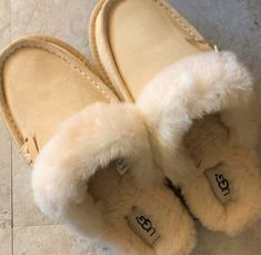 f1d12bf28a73 UGG Beachwood Moccasin Slippers ~ Soft Ochre CREAM Size 8 ~ New with Box  Women s