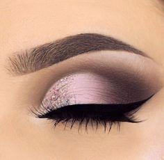 Best Ideas For Makeup Tutorials Picture Description Pinterest/Beth Rose eye makeup - #Makeup https://glamfashion.net/beauty/make-up/best-ideas-for-makeup-tutorials-pinterest-beth-rose-eye-makeup/