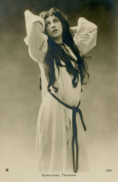 American singer Geraldine Farrar as Margarethe in Gounod's opera Faust, Berlin, 1902 | Flickr by painting in light