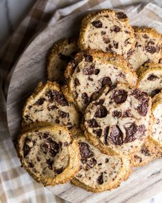 Alison Roman's Salted Butter and Chocolate Chunk Shortbread — knead. Chocolate Chip Shortbread Cookies, Chocolate Crinkles, Salted Chocolate, Chip Cookies, Cookie Recipes, Dessert Recipes, Desserts, Chocolate Belga, Oui Oui