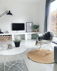 Happy with our new carpet.. Nieuw vloerkleedje en nieuwe schaaltjes op de kop getikt bij @loods5 blijft een leuke winkel en een verleiding om er 10 min bij in de buurt te wonen   #wonenaandemadelief #blogger #jute #vloerkleed #zuiver #hkliving #eames #schommelstoel #vtwonen #green