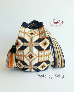 New in/ Wayúu bag 2017. Single thread. เข้าใหม่สต๊อกไทยค่ะ ไหมเส้นเดียว+เบล งานท๊อป ฝีมือทอวายูแท้ๆค่ะ ขายแต่งานทอแท้วายู100%ค่ะ เผ่าอื่นไม่มีขายผสมนะคะ ดูสินค้าได้ที่#  #sallywayuucolours #sallywayuucrossbody  Contact Sally via Line id: sallyshandicraft *สีและแสงอาจจะเปลี่ยนแปลง+/-ขึ้นอยู่กับการถ่ายภาพและการตั้งค่าความสว่างหน้าจอรับภาพของแต่ละเครื่องที่รับนะคะ Shading and colours may vary. %#ขายแต่ของแท้ทอวายูเท่านั้น #แบบและลายดั้งเดิมจากชาววายูla guajira รูปถ่ายจากสินค้าจริงมีของพ