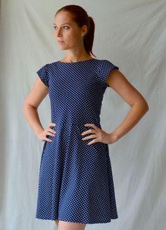 f6823390488 puntíkaté úpletové šaty s krátkým rukávem vel.M   Zboží prodejce Petrushe