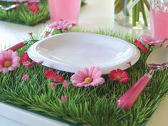 This would be a cute setting for a fairy, butterfly, or flower party.