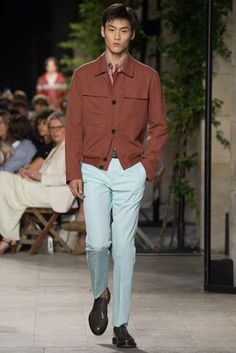 See the complete Hermès Spring 2016 Menswear collection.