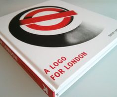 Un livre retraçant l'évolution du logo du métro londonien !
