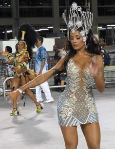 Bailarina sambando no Anhembi em São Paulo..Vai Verão..