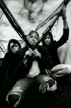 Nirvana was such an amazing band. Even though Kurt Cobain died almost 20 years ago, I still love listening to them. Great Bands, Cool Bands, Kurt Corbain, Hard Rock, Music Rock, Donald Cobain, Nirvana Kurt Cobain, Dave Grohl, Foo Fighters