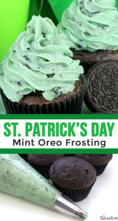Patrick's Day Mint Oreo Frosting - creamy and delicious buttercream frosting infused with mint flavor and chocked full of Oreo Cookies is a great St. The Leprechauns in your Cookies And Cream Frosting, Mint Frosting, Whipped Cream Cheese Frosting, Oreo Cupcakes, Oreo Cookies, Cupcake Cakes, Oreo Frosting, Oreo Buttercream, Oreo Cheesecake