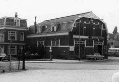 Hoek spoorstraat, tegenover station