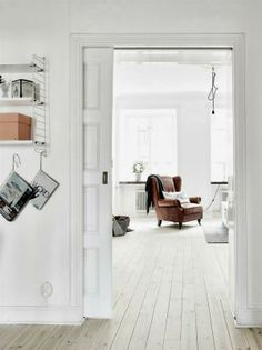 Here we showcase a a collection of perfectly minimal interior design examples for you to use as inspiration.Check out the previous post in the Examples Of Minimal Interior Design Scandinavian Apartment, Scandinavian Home, Interior Design Examples, Patio Interior, Interior Doors, Nordic Interior, Room Interior, White Walls, White Rooms