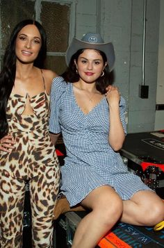 Selena Gomez supports her long-time friend Kacey Musgrave at her concert in Los Angeles. Selena shows a little twang in her style with a cowboy hat and a Staud blue gingham dress. Selena Gomez 2019, Selena Gomez Bikini, Selena Gomez Style, Sheer Pants, Kacey Musgraves, Joey King, Paisley Print Dress, Long Time Friends, Plaid Outfits