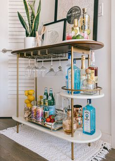 Brooklyn Apartment // Bar Cart Styling Three key elements to styling a functional and chic bar cart! Home Bar Decor, Bar Cart Decor, Ikea Bar Cart, Decorations For Home, Diy Bar Cart, Gold Bar Cart, College Apartment Decorations, Apartment Ideas College, Brass Bar Cart