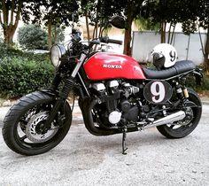 Good looking Honda CB750 @caluchita . . . #caferacer #hondacb #honda #motorcycle #style #beautiful #mcm #hondacafe #hondacaferacer #hot #vintage #engine #instagood #photooftheday #fashion #bestoftheday #swag #fitness #goals #ootd #instapic #travel #cb750 #party #vscocam #life #instacool #repost #cool #jdm