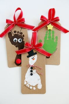 The cutest Reindeer, Snowman and Christmas Tree Ornamnets that the kids can make. Footprint Christmas Ornaments
