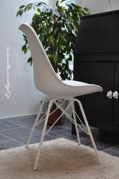 White Klarup chair, blogger chose to use it for home office working space.