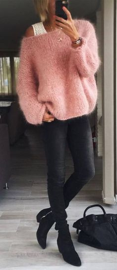 So stylt man Jeans und Ankle Boots im Herbst Winter - Mode - Fashion - Cozy Fall Outfits, Chic Summer Outfits, Cute Outfits, Pink Sweater Outfit, Black Jeans Outfit, Coral Sweater, Black Skinnies, Winter Mode, Cute Sweaters