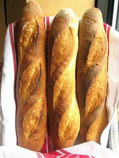 baguettes step by step. The feeling of accomplishment you'll get from pulling a deep-brown, crackly-crisp baguette out of your own oven is indescribable. Baking Flour, Bread Baking, Quick Bread, How To Make Bread, Stuffed Baguette, Bread Recipes, Cooking Recipes, Baguette Recipe, King Arthur Flour