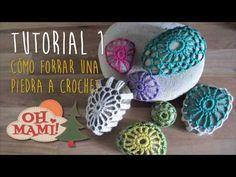 Cómo forrar piedras a crochet 1 - YouTube Crochet Stone, Crochet Embellishments, Stone Wrapping, Passementerie, Rock Crafts, Crochet Accessories, Cute Crochet, Knitting Yarn, Crochet Projects