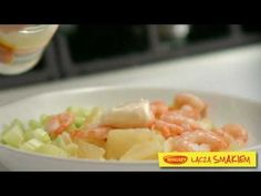 Sałatka z łososiem wędzonym - video/ Salad with smoked salmon - video recipe  www.winiary.pl