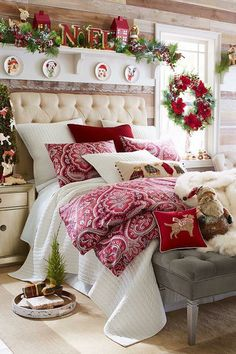 Cozy Christmas Bedroom Decor Ideas for the Holidays Cozy Christmas Bedroom Decor Ideas for the Holidays Decoration Christmas, Noel Christmas, Rustic Christmas, Holiday Decor, Holiday Style, White Christmas, Xmas, Beautiful Christmas, Pier One Christmas