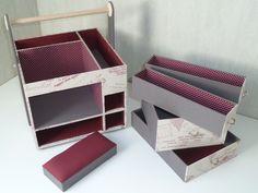"""Voici """"dans les grandes lignes"""", le tuto en images de la desserte à couture que Dan a cartonné tout spécialement pour mon usage : je voulais qu'elle ait : - les dimensions carrées pour la poser sur le demi-dessus de la travailleuse en bois - une poignée... Cardboard Storage, Cardboard Furniture, Cardboard Crafts, Paper Crafts, Cardboard Boxes, Sewing Room Storage, Sewing Rooms, Diy Storage, Foam Board Crafts"""