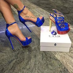 Women's Fashion High Heels : Left or Right? Hot High Heels, Sexy Heels, Womens High Heels, Pumps Heels, Stiletto Heels, Gorgeous Heels, Beautiful Shoes, Heeled Boots, Shoe Boots