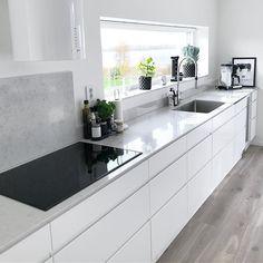 62 unique kitchen ideas diy cabinets pitfall 16 - All For House İdeas Modern Kitchen Cabinets, Diy Cabinets, Modern Kitchen Design, Kitchen Layout, Kitchen Flooring, Kitchen Countertops, Kitchen Interior, Kitchen Decor, Kitchen Ideas