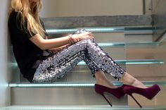 Dolce and Gabbana sequin leggings Look Fashion, Fashion Beauty, Couture Fashion, Looks Party, Sequin Leggings, Crazy Leggings, Leggings Shoes, Leggings Style, Sequins
