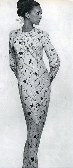 Marisa Berenson in one unbroken bias length of silk with smocked neck and cuffs by Galanos, photo by Bert Stern, Vogue 1965 Sixties Fashion, 60 Fashion, Fashion Photo, Fashion Models, Vintage Vogue, Vintage Glamour, Vintage Fashion, Bert Stern, Vestidos Vintage