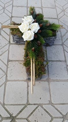 Planting trays – grave arrangement, grave bed, cross, funeral floristry – a designer … – Flowers Desing Ideas Funeral Floral Arrangements, Modern Flower Arrangements, Christmas Arrangements, Real Flowers, Artificial Flowers, Cemetery Decorations, Memorial Flowers, Cemetery Flowers, Sympathy Flowers