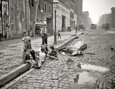 In 1880 New York City removed an average of 41 horse carcasses a day from its city streets. This picture, taken in the early 1900s, shows children playing in the street right next to a dead horse. - in my day we didn't have fancy video games, we all played Dead Horse in the Street game