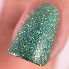 Macro of SuperChic Lacquer Take the Plunge with Marvel Plush top coat @wonderbeautypro