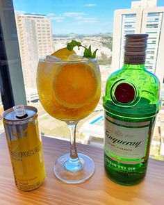 Gin Tropical é realmente um dos mais queridos? Quem gosta?  Foto @rafa_zattoni   #bebidaliberada #gintropical #tropicalgin #gin #gintonic #gintônica #drink #drinks Gin, Tropical, Cocktails, Drinks, Vodka Bottle, Instagram, Recipes, Photos, Bebe