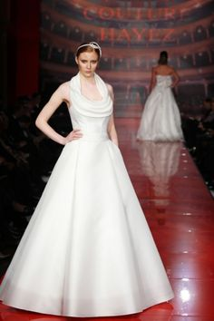 http://www.couturehayez.com/blog/wp-content/uploads/2012/09/9-lauren-sposa-couture-.jpg