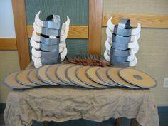 Helme und Schilde aus Pappe basteln