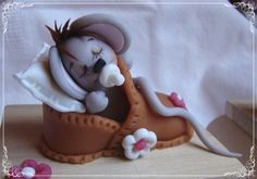 Cute mouse in a shoe. Isn't it amazing how creative people are?