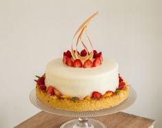 Le gâteau d'anniversaire de Guilhem : entremet pêches et fruits rouges